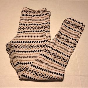 3/$10 C & J white gold pattern leggings XL 14 16